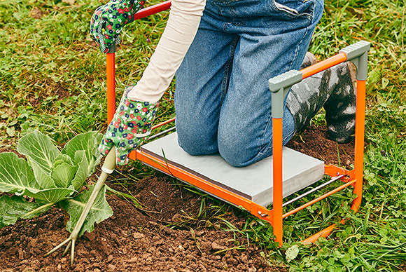 Садовая скамейка-подставка